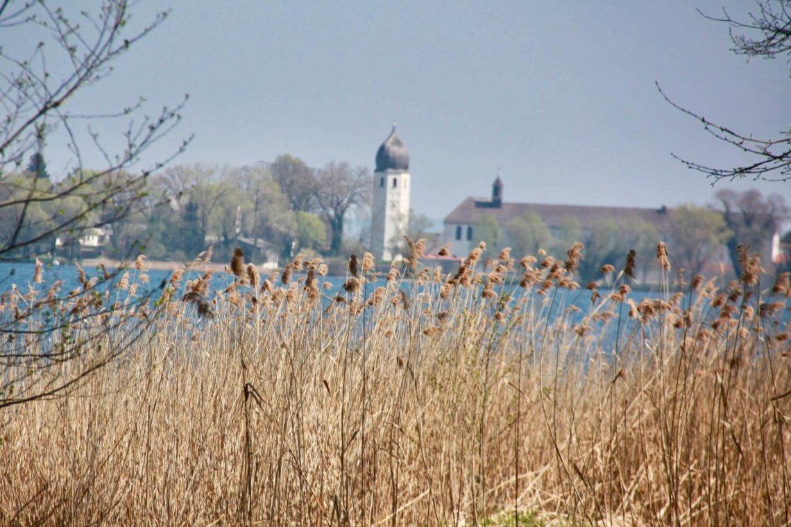 Campanile des Klosters Frauenwörth in Sicht