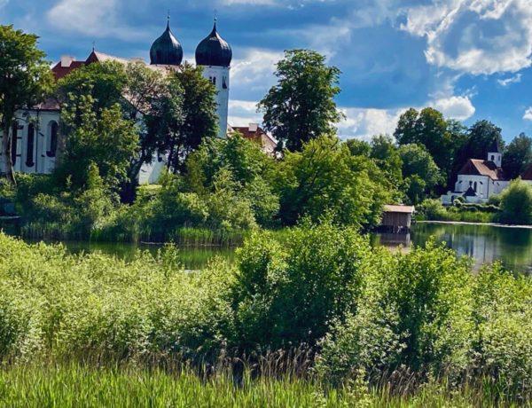 Die Zwiebeltürme von Kloster Seeon