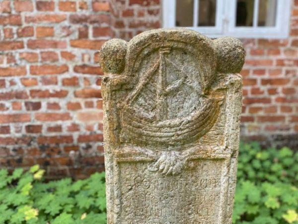Kapitänsgrab auf dem Friedhof Prerow