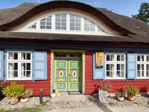 Farbige Fotomotive: die Haustüren von Prerow