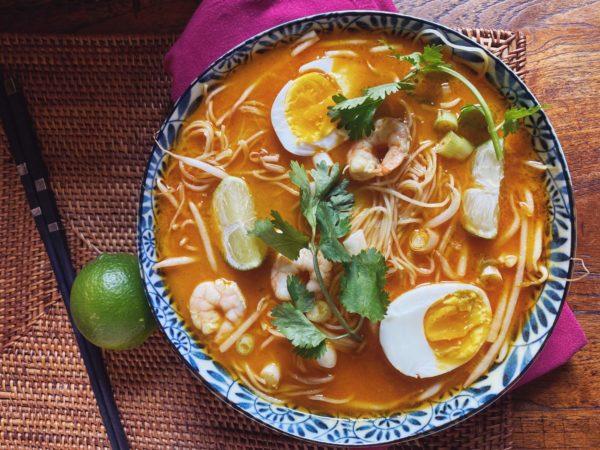 Laksa, eine asiatische Suppe aus Singapur