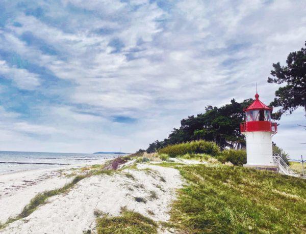 Südstrand auf Hiddensee mit Mini-Leuchtturm