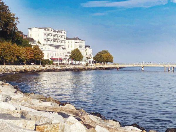 Ganz in Weiß: Seebad Sassnitz