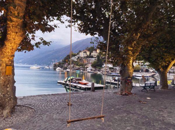 Schaukel mit Blick auf den Lago Maggiore