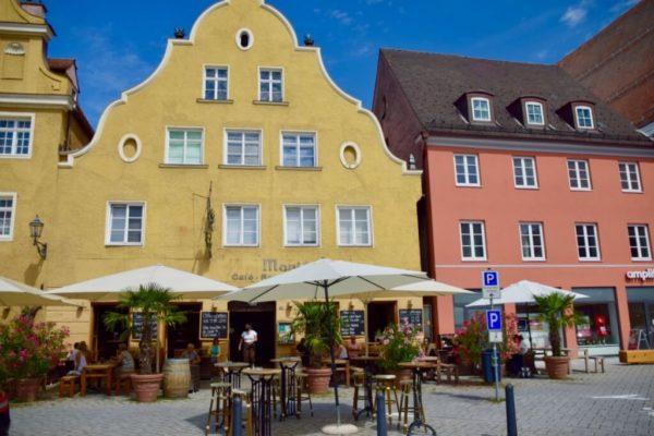 Memminger Altstadt mit lebhafter Kneipenszene