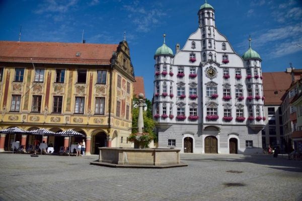 Marktplatz in Memmingen mit Steuerhaus und Rathaus