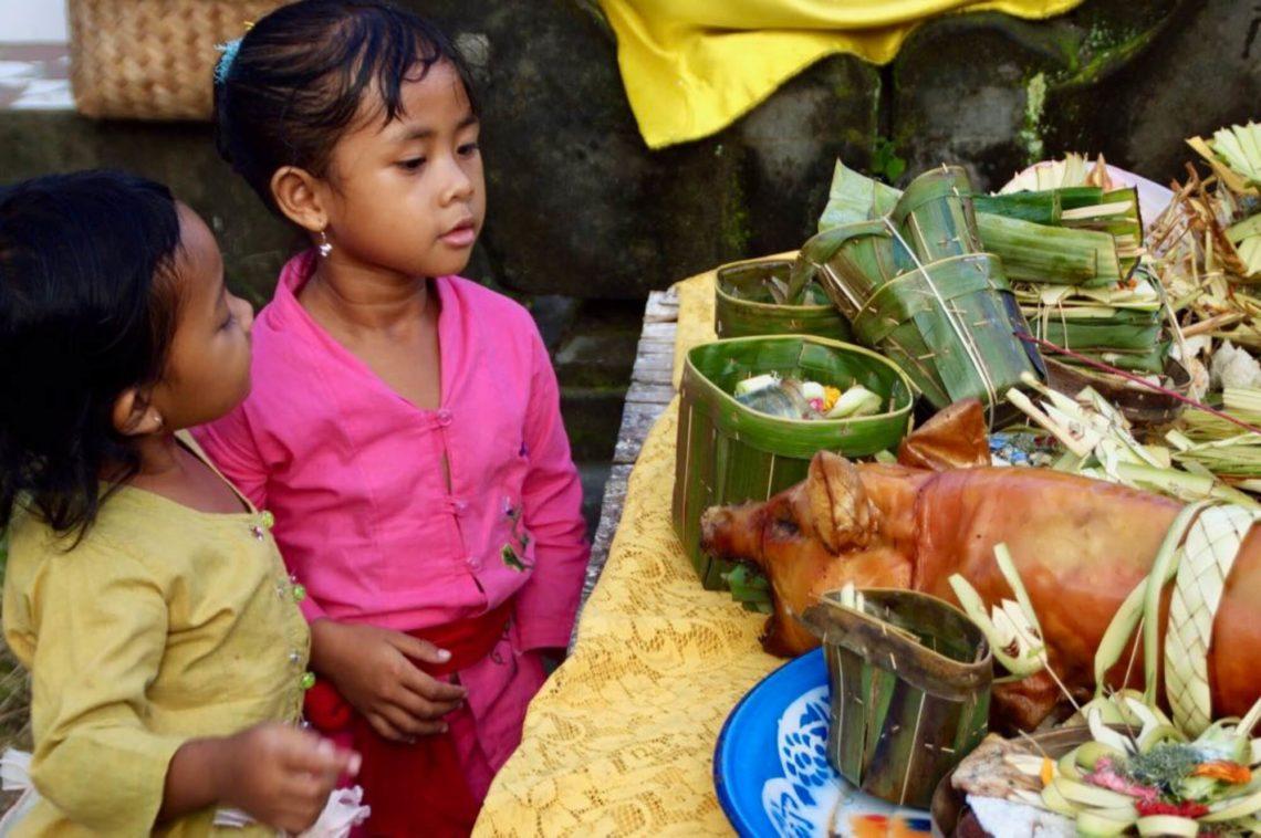 Festmahl beim Tempelfest auf Bali