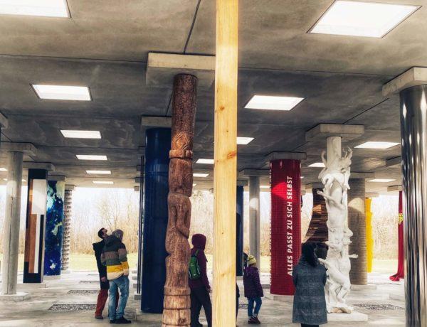 Säulenhalle der Moderne: Stoa 169 in Polling