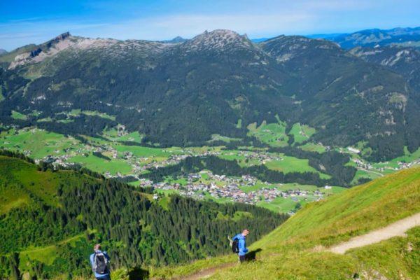 Gratweg am Fellhorn mit Blick ins Kleinwalsertal