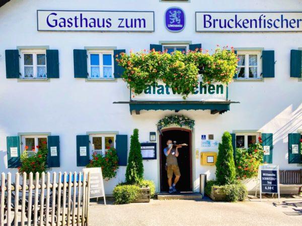 Gasthaus zum Bruckenfischer am Isarkanal