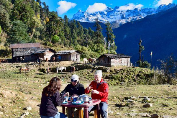 Frühstück vor der Himalajakette