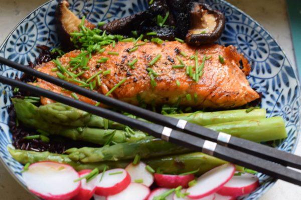 Lachs mit Spargel auf japanische Art