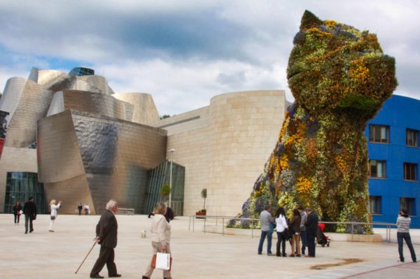 Guggenheim Museum in Bilbao – Puppy on Jeff Koons