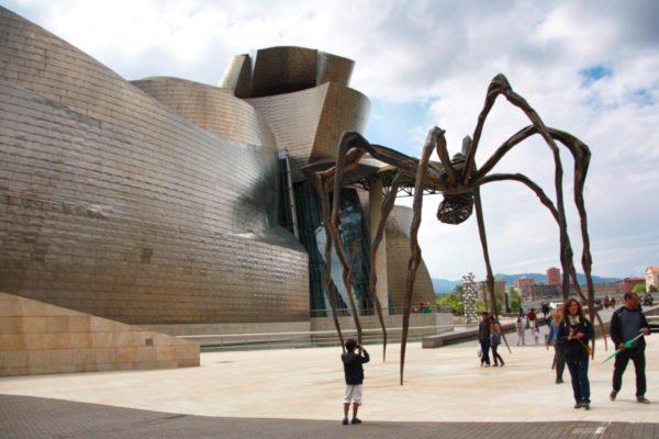Guggenheim Museum in Bilbao – die Spinne von Louise Brooks