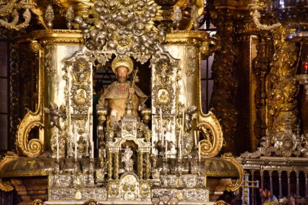 Santiago im Altar der Kathedrale von Santiago de Compostela