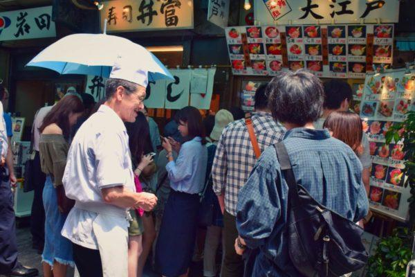 Sushilokale am Fischmarkt in Tokio