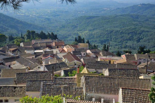 Bergdörfer und Olivenwälder