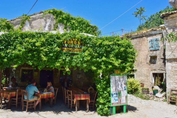 Taverne in Perithia