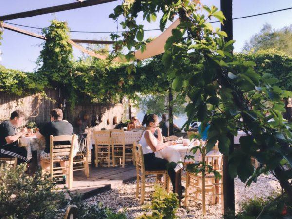 Typisches Restaurant in Adamas