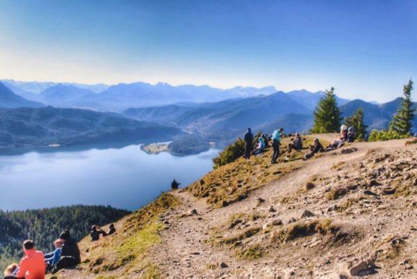 Blick vom Jochberg auf den Walchensee und Karwendel