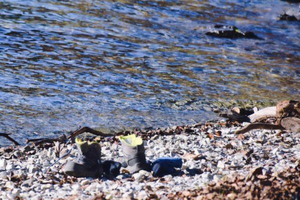 Fußbad im Walchensee nach der Wanderung