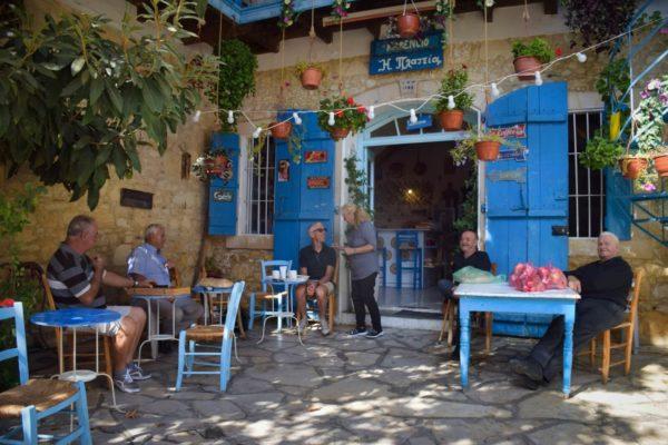 Kafenion in Vounia