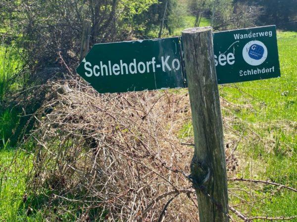 Wegweiser nach Schlehdorf