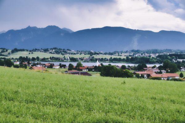 Riegsee mit Alpenkulisse