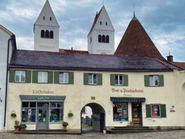 Türme des Welfenmünsters in Steingaden