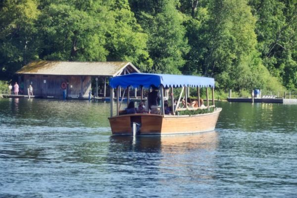 Fährboot zur Roseninsel im Starnberger See