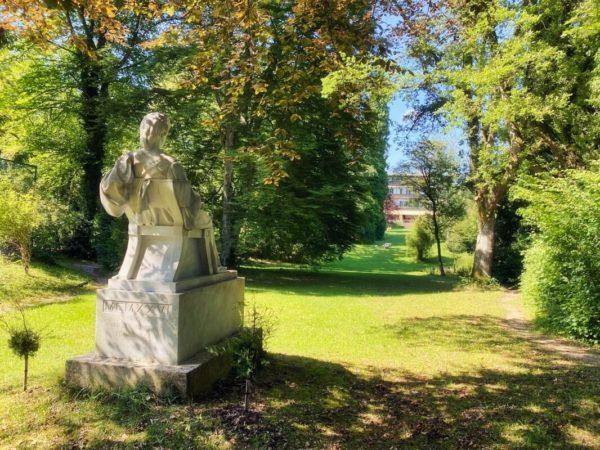 Sisi am Starnberger See: Denkmal der Kaiserin im Kaiserin Elisabeth Hotel in Feldafing