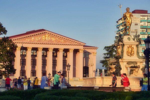 Batumi, Georgien, Stadt am Abend