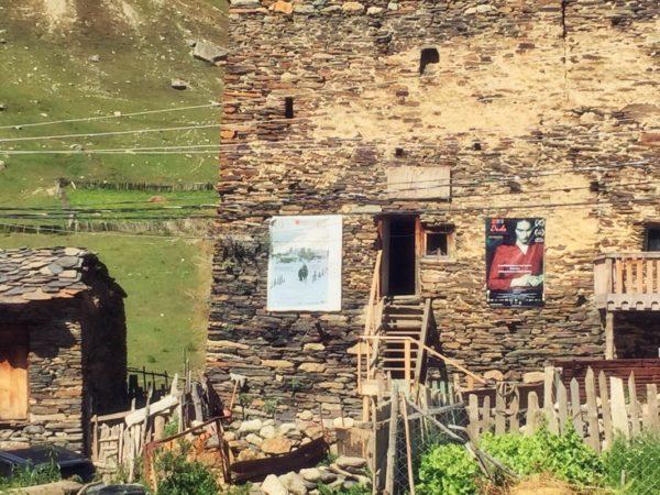 Georgien, Swanetien – Kino im Kaukasusdorf Ushguli