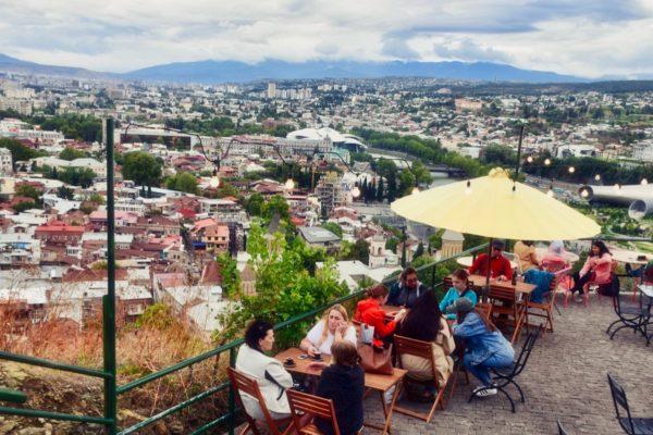 Georgien, Tiflis – Aussichtspunkt mit Blick über die Stadt