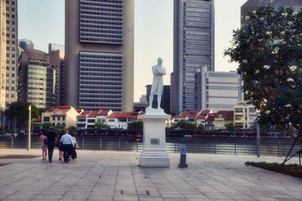 Citytrip Singapur: Stamford Raffles am Singapore River