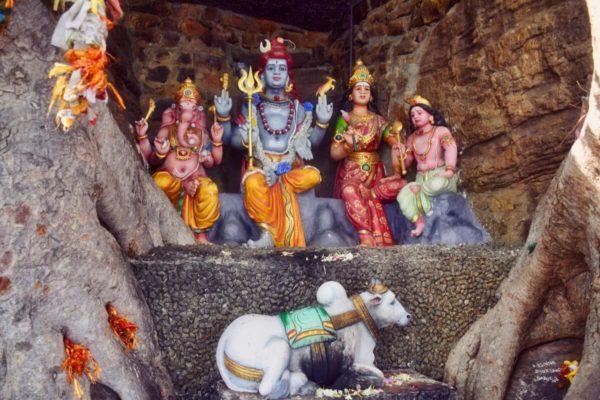 Sri Lankas Osten: Götterfigur am Hindutempel von Trincomalee